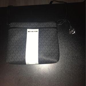 Michael Kors Messenger Bag (Black) for Sale in Compton, CA