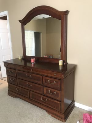 Wood Dresser for Sale in St. Louis, MO