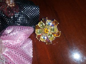 Bling bling beautiful charming vintage goldtone crystal AB brooch 3cm estimate for Sale in Richmond, CA