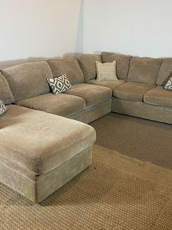 Rowe Sectional Couch Sofa *Free Delivery* for Sale in Cherry Hill,  NJ