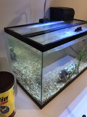 10 Gallon Fish Tank with gravel/ overhead light/heater/pump and two decorations. for Sale in Skokie, IL