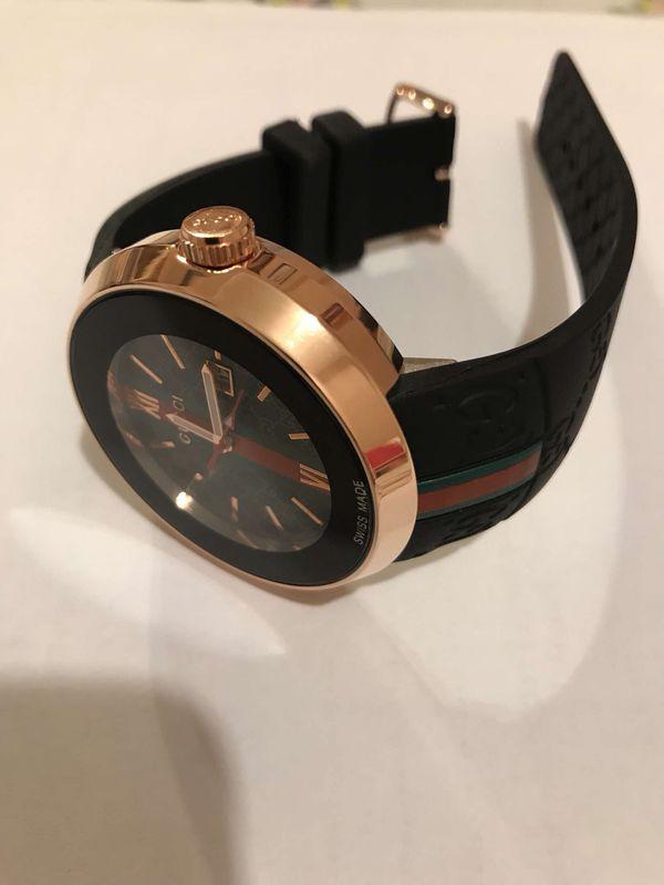 GUCCI Rubber Strap Watch