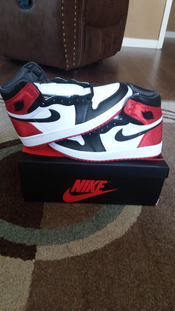 "Air Jordan Retro 1 ""Black Toe Satin"" size 8w / 6.5m"