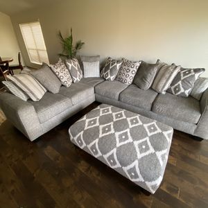 Rooms to Go Carole Court 3 Piece Sectional for Sale in Houston, TX