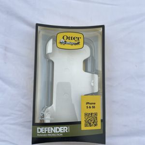 OtterBox Defender- iPhone 5 & 5S for Sale in Los Angeles, CA