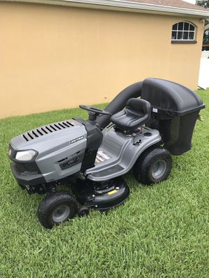 CRAFTSMAN LT1000 TRACTOR 42 INCH RIDING LAWN MOWER WITH BAGGER for Sale in Leesburg, FL