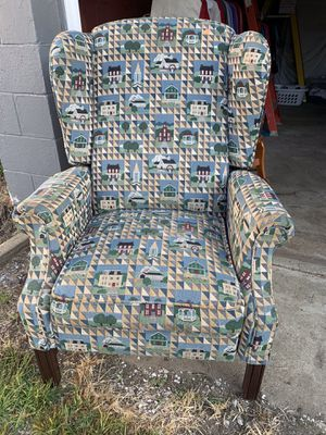 Recliner chair for Sale in Madison, OH