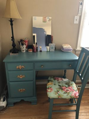 Vanity table /Desk ,Great for makeup & Hair (No chair) for Sale in Chesterfield, VA
