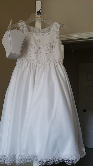 Beautiful flower girl dress. Size 6 ( little kids ). There's a little purse too..😊 for Sale in Spartanburg, SC