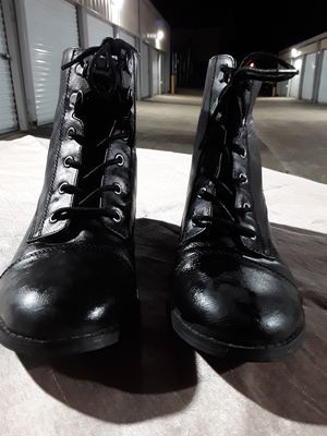 Nice pair of Guess boots, womens size 9 for Sale in St. Louis, MO