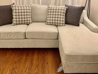 Cream Sectional Sofa With Reversible Chaise !! Brand New for Sale in Chicago,  IL