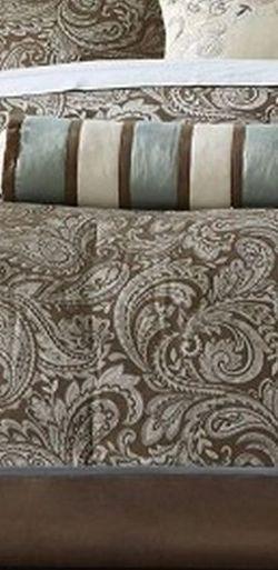 Madison park Aubrey 5 PC Coverlet Bedspread Bedding Set Jacquard King size, New for Sale in Elk Grove,  CA