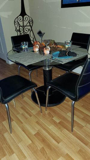 dinning table with glass top 4 chairs for Sale in Gulfport, FL