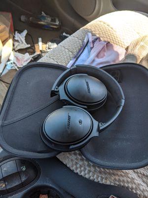 Bose QuietComfort 35 II Wireless Bluetooth Headphones, NoiseCancelling for Sale in West Chicago, IL