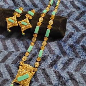 Beautiful Necklace Set for Sale in Woodlawn, MD