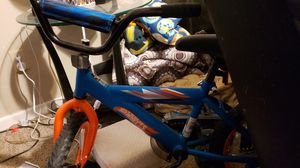 Hot wheels trycicle with training wheels for Sale in Lubbock, TX