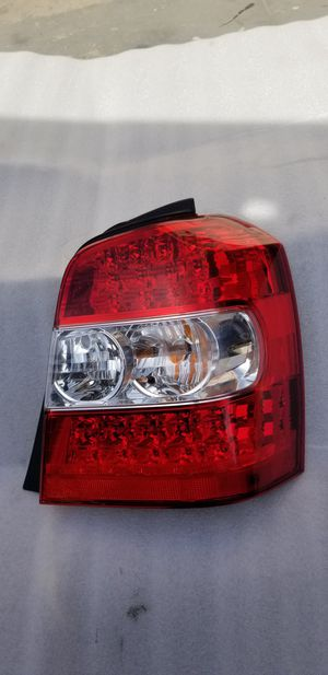 2004 - 2007 Toyota Hightlander tail light passenger side Rh. Oem for Sale in Los Angeles, CA