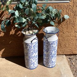 2 Metal Vases for Sale in Tucson,  AZ