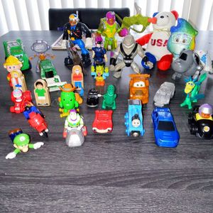 """Toy Lot Over 30 Pcs 3 6"""" Action Figures, USA Soccer Bear, Buzz Lightyear, Tow Mater, Mario & More for Sale in Warwick, RI"""
