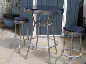 Bar stools and table for Sale in Coffeyville, KS