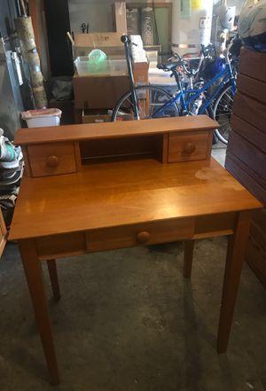 Small kids desk for Sale in Lake Stevens, WA