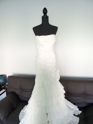 Intuzuri Wedding dress for Sale in Palm Desert, CA
