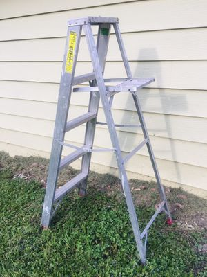 5ft aluminum ladder for Sale in Downers Grove, IL