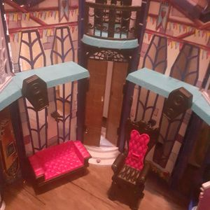 Big Moster high Doll House for Sale in Fontana, CA