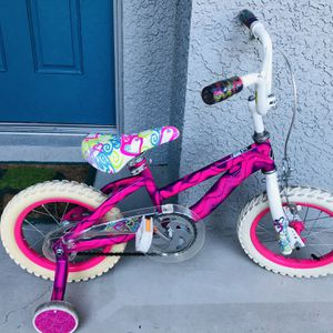 """Girls Bicycle With TRAINING wheels! AVIGO 14"""" Wheels for Sale in Tampa, FL"""
