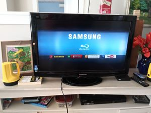 "Panasonic Viera TC-L32X32 32"" 720p HD LCD Television for Sale in Stonington, CT"