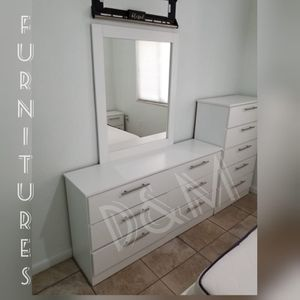 Comoda con espejo y Gavetero for Sale in Miami, FL