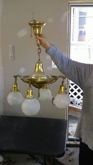 Chandelier for Sale in Ford, KY