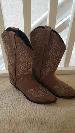 Womens brown cowboy boots - size 7 for Sale in Homestead, FL