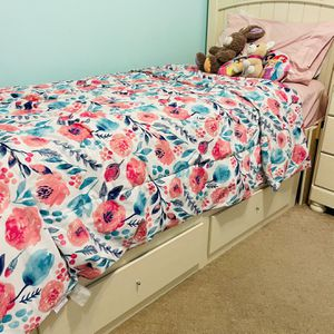 2 Twin Beds With Dresser for Sale in Grayson, GA