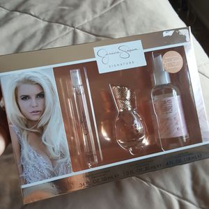 Bag with perfume set for Sale in Severn, MD