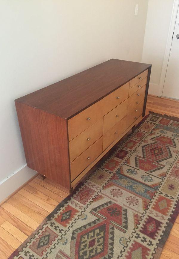 Mid-Century Modern Dresser! (56.5x19x33)