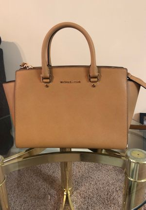 Tan Leather Michael Kors Tote Bag. for Sale in Kennesaw, GA