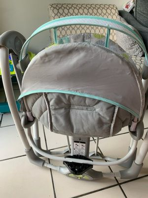 Baby swing ( swing to me portable) for Sale in Hialeah, FL