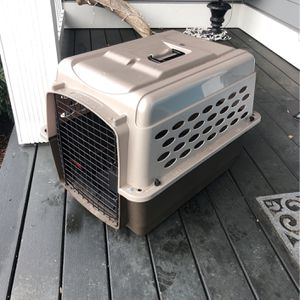 Retriever dog/cat crate for Sale in Roy, WA