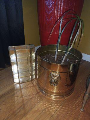 Brass shelf, Plant Pot for Sale in Detroit, MI