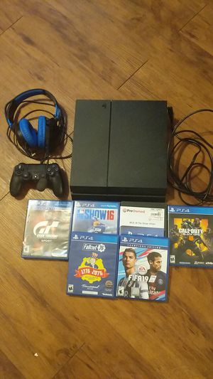PS4, 6 games, controller, headset, and cords for Sale in Goodyear, AZ