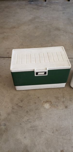 Ice chests, one vintage, one disposable for Sale in Sanger, CA