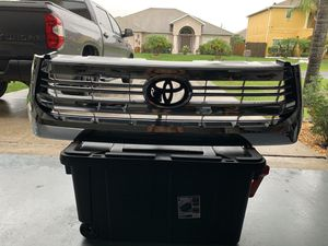 Toyota Tundra grill and hood scoop for Sale in Kissimmee, FL