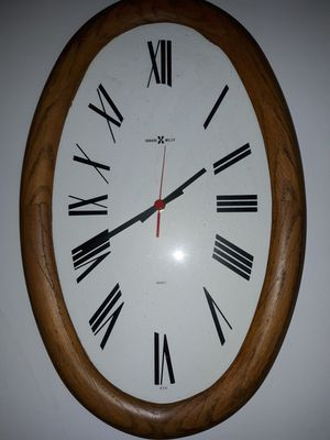 Vintage Howard Miller oval wall clock. for Sale in Fresno, CA