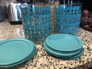 8 like new 1 quart Pyrex containers/ lids for Sale in San Antonio, TX