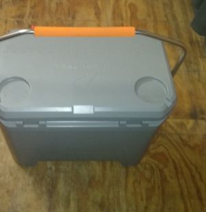Ozark trails HP 26quart cooler for Sale in Gonzales, TX