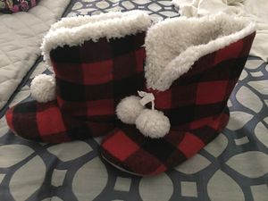 Abercrombie& Fitch Slippers for Sale in Avon Park, FL