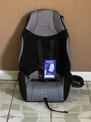 LIKE NEW 2 in 1 CAR SEAT WITH CUP HOLDER for Sale in Riverside, CA