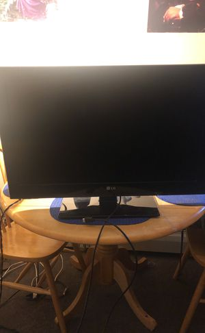 32 inch LG flat screen TV. Works perfectly. I don't need it anymore I bought a bigger version for Black Friday. $70 and it's all yours for Sale in Boston, MA