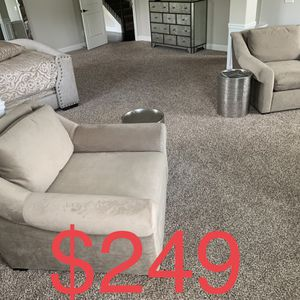 Plush Lounge Chair/ Sofa Chair/ Accent Chair (LIKE NEW) for Sale in Austell, GA